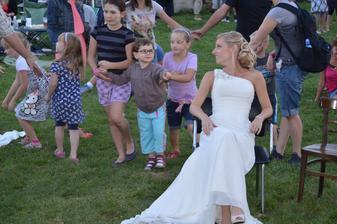 """Únos nevěsty na festival, kde si jí musel ženich """"vyhrát"""" na kytaru"""
