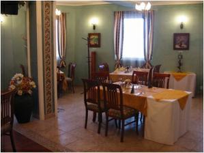 Alebo v tychto restauracnych..podla poctu hosti,ktori prijmu pozvanie