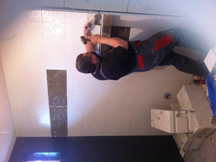 Príbeh našej kúpelne :/ - chudak tatino vzdy schyta tu najhorsiu robotu :)