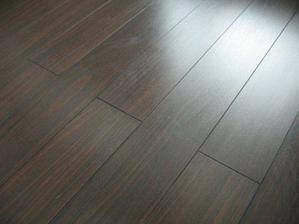 tmava podlaha