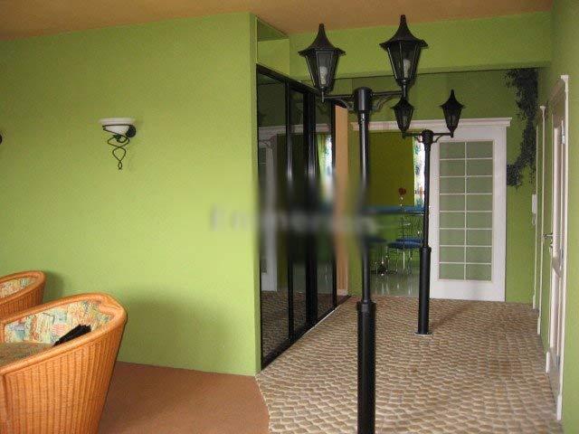 """""""vkusné"""" bývanie ;-) - kúsok mestskej atmosféry sa dá vyčarovat aj doma :-) alebo pre lenivých psíčkarov, ktorým sa nechce chodit venčit psov von... možu ocikávat lampu doma :-D"""