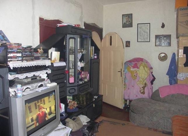 """""""vkusné"""" bývanie ;-) - luxusné dvere... kam sa hrabe Sapeli :D"""