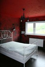 červená - romantická spálňa