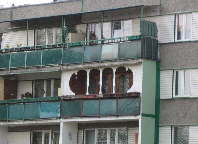 """""""vkusné"""" bývanie ;-) - balkón pre Júliu :) aby ho Rómeo rozpoznal"""