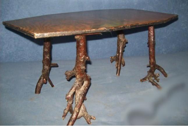 """""""vkusné"""" bývanie ;-) - stolík na stračej nožke :-)"""