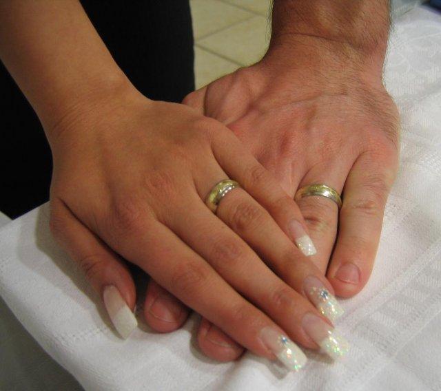 25.4.09 - priprava a realita - prstienky na rukach na nasej svadbe