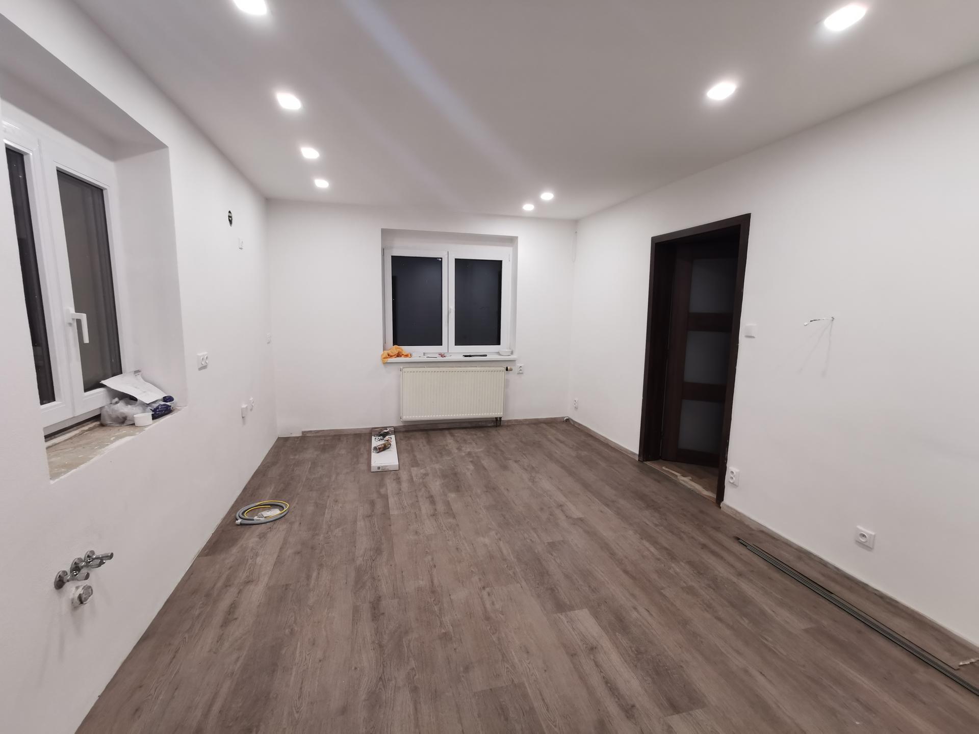 Kuchyně - rekonstrukce - Položená podlaha hurá