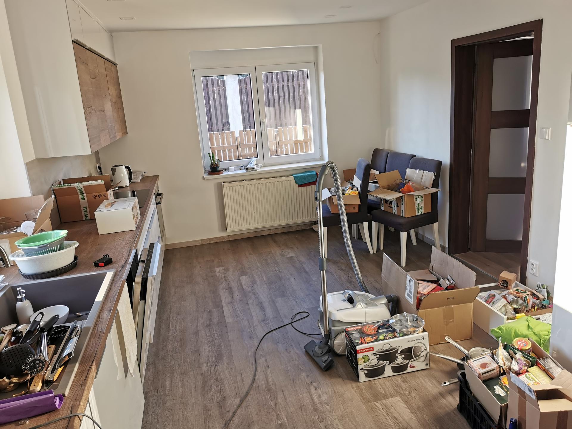 Kuchyně - rekonstrukce - Nechápu, jak se mi to do té staré kuchyně vešlo 🙈