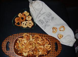 Nasušené jablká, trvanie sušenia pár hodín v závislosti od teploty v rúre