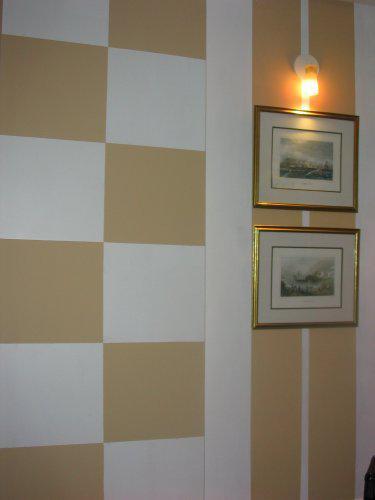 Vymalovany vystupok (kominu) v stene