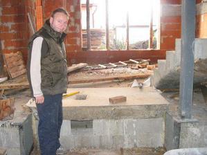 zaklad finskej pece s popolnikom (majster Ing.Jan Jurcik na fotke)