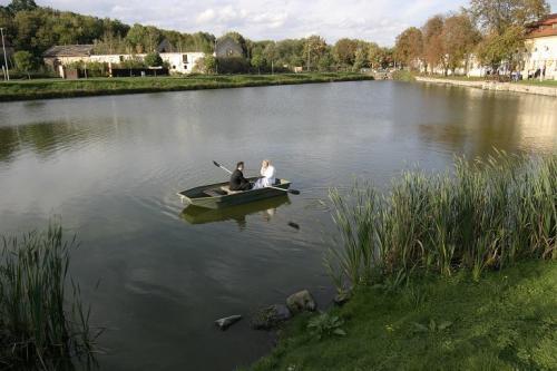 Sandra a Luboš Pavlíkovi 19.září 2008 v 11:00 - Taky si uděláme fotečku na loďce....