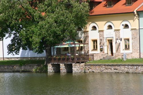 Sandra a Luboš Pavlíkovi 19.září 2008 v 11:00 - Teráska