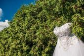 Tylové svatební šaty s perlovou výšivkou, 42