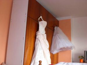 ...šaty jsou připraveny...