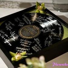 na podpisy hostů, místo talíře - to si budeme moci dát doma na zeď :-)