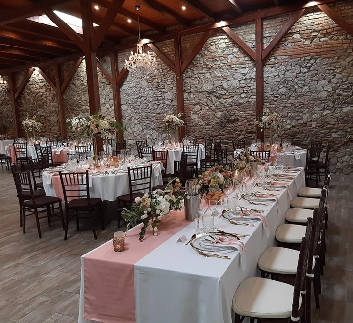 Keď naše Chiavari robia radosť :-) - Radi sme prispeli ku krásnej svadbe Dominiky a Mariána - Starý Dom/Vináreň u Ludvíka Modra ❤