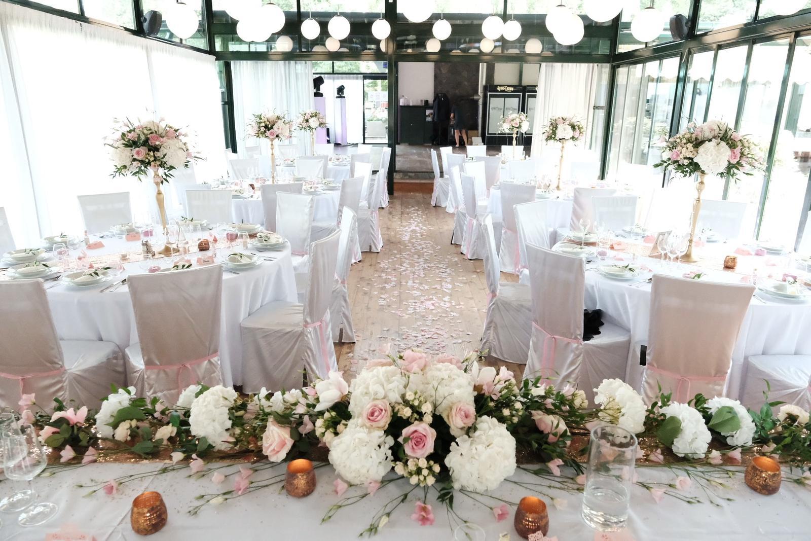 Chiavari & okrúhle stoly na svadbe Nikolet & Erika - TROPIC Šaštín ♥ - Obrázok č. 2
