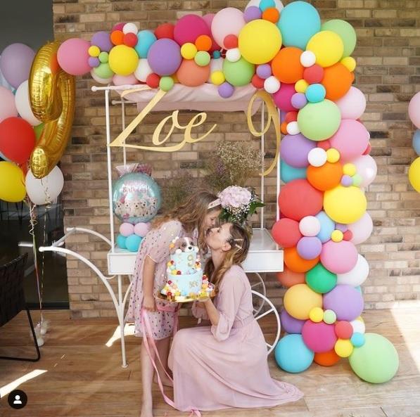 Náš (nielen) svadobný vozík, bol súčasťou krásneho dňa - oslavy 9. narodenín slečny Zoe 🥰 Dodatočne prajeme všetko len to najlepšie 🍀 Foto - IG - mariacirova - Obrázok č. 1