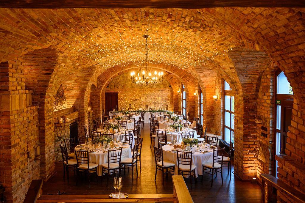 Hnedé Chiavari na krásnej svadbe v Neco Estate Winery Modra ❤️ - Obrázok č. 1