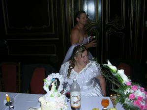 zvláštní číšník pro nevěstu
