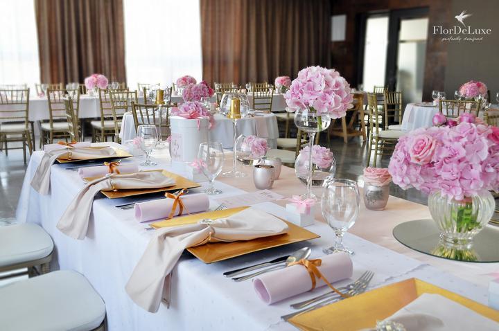 Naša ružovo-zlatá svadobná výzdoba od FlorDeLuxe - Obrázok č. 12