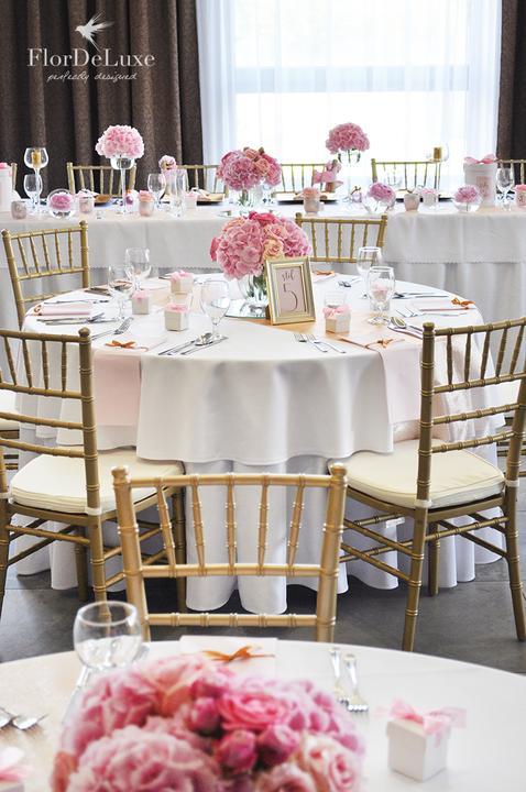 Naša ružovo-zlatá svadobná výzdoba od FlorDeLuxe - Obrázok č. 23