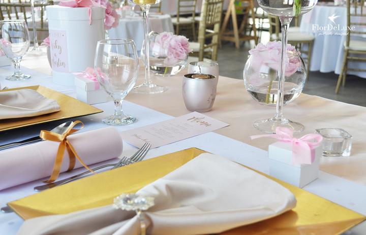 Naša ružovo-zlatá svadobná výzdoba od FlorDeLuxe - Obrázok č. 27