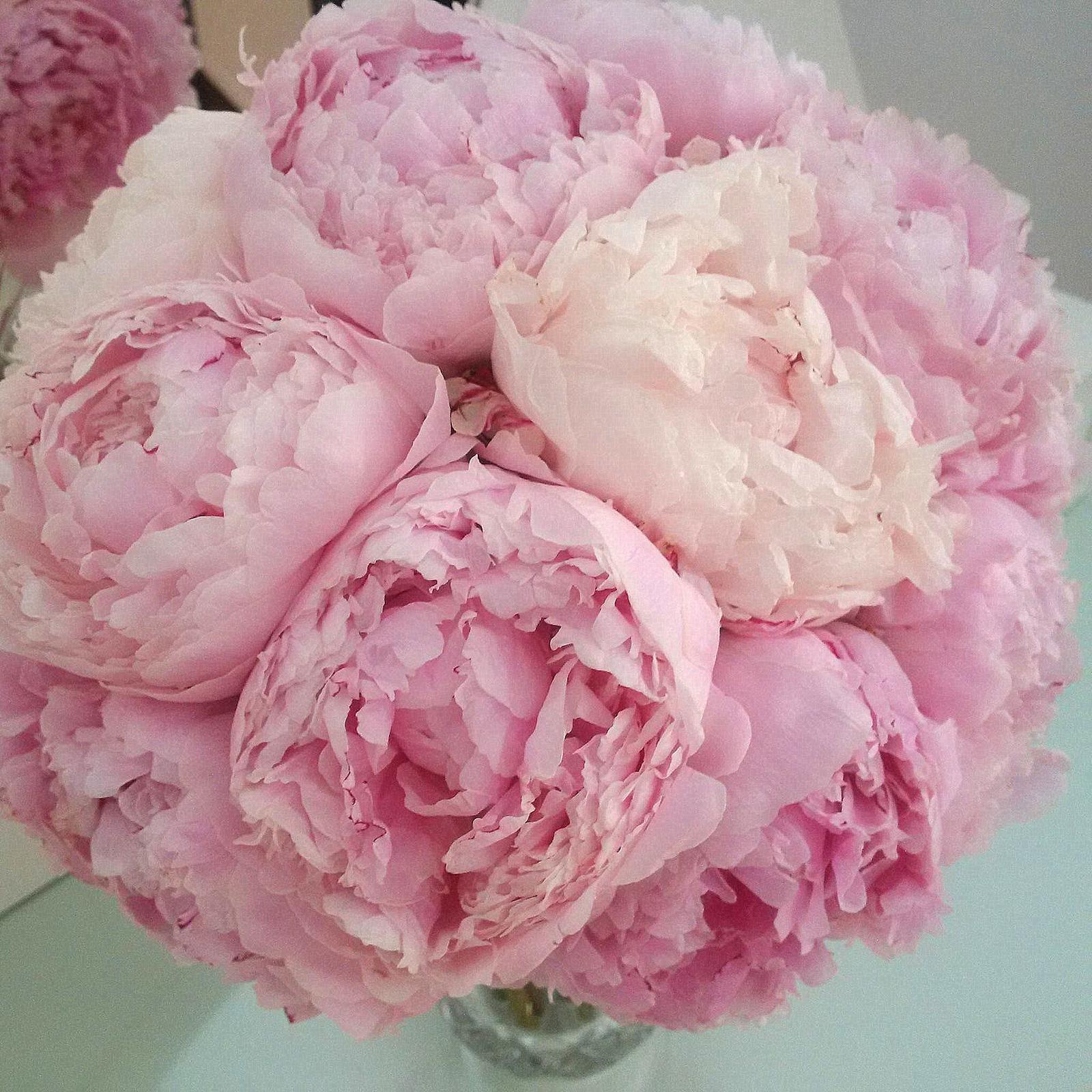 Naša ružovo-zlatá svadobná výzdoba od FlorDeLuxe - svadobná kytička od FlorDeLuxe :)