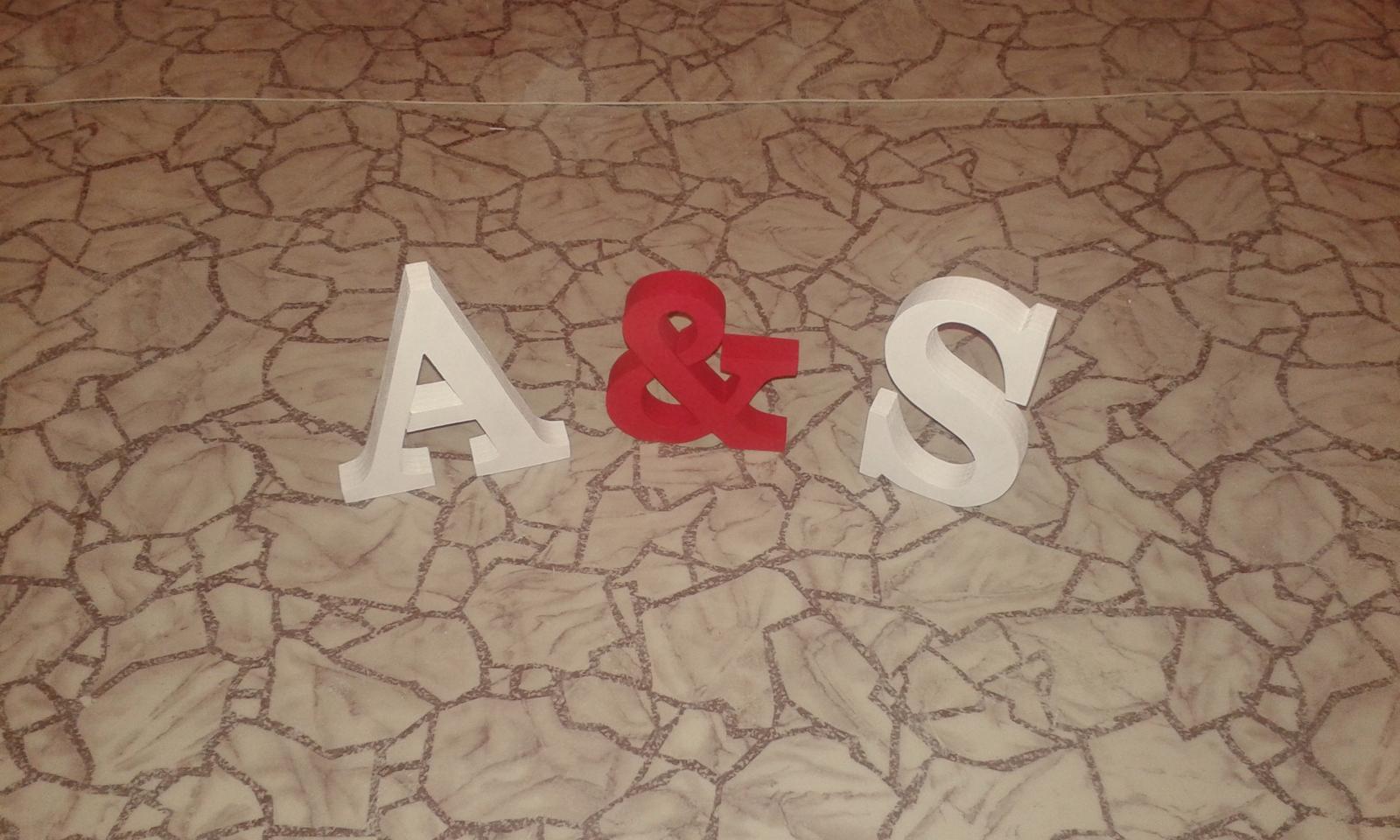 Chytila som svadobnú kyticu na kamarátkinej svadbe .... - Naše iniciály písmenko v strede je v skutočnosti ružové ☺