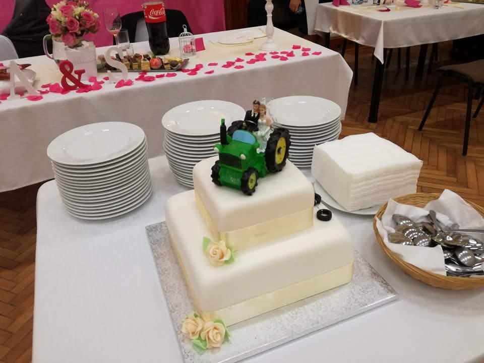 Anička{{_AND_}}Samuel - Naša svadobná s traktorom podľa predstáv manžela 😊