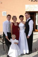 my a manželíkova rodinka brat so ženou Zuzkou a malou Barborkou