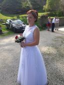 Svatební šaty pro menší nevěstu + spodnička, 38