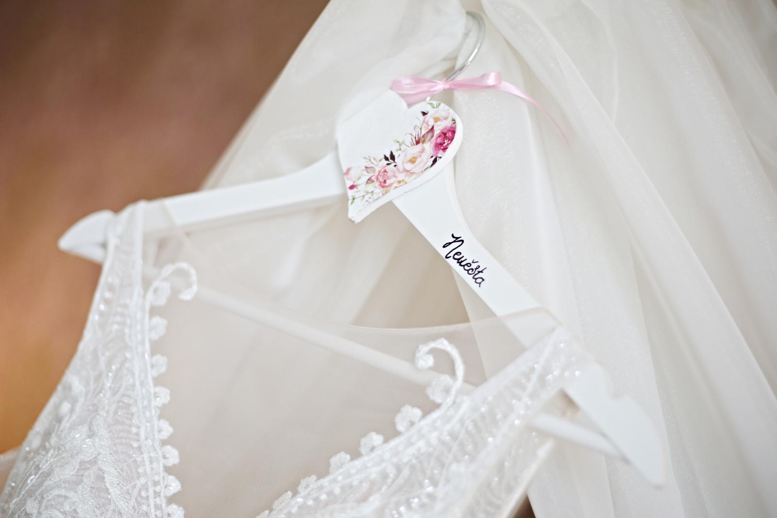 Ramínka ženich a nevěsta a visačky na dveře - Obrázek č. 1