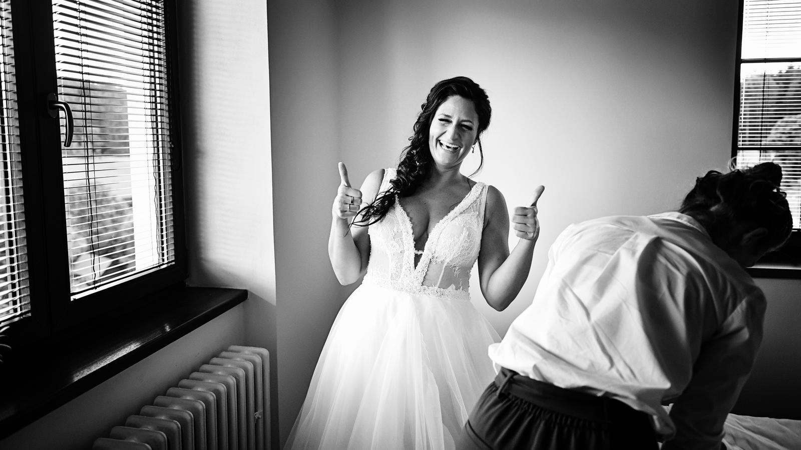 Svatební šaty na míru s výstřihem 36 - 40 - Obrázek č. 3