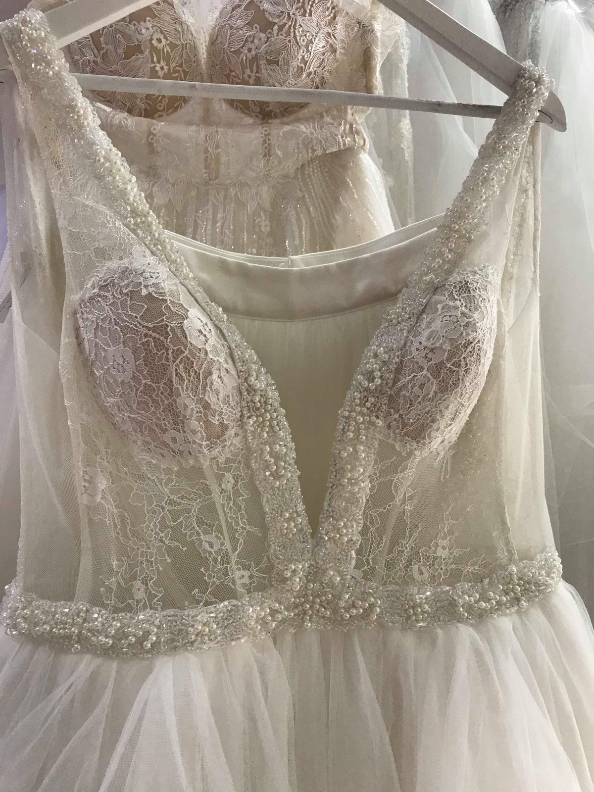 Svatební šaty na míru s výstřihem 36 - 40 - Obrázek č. 4