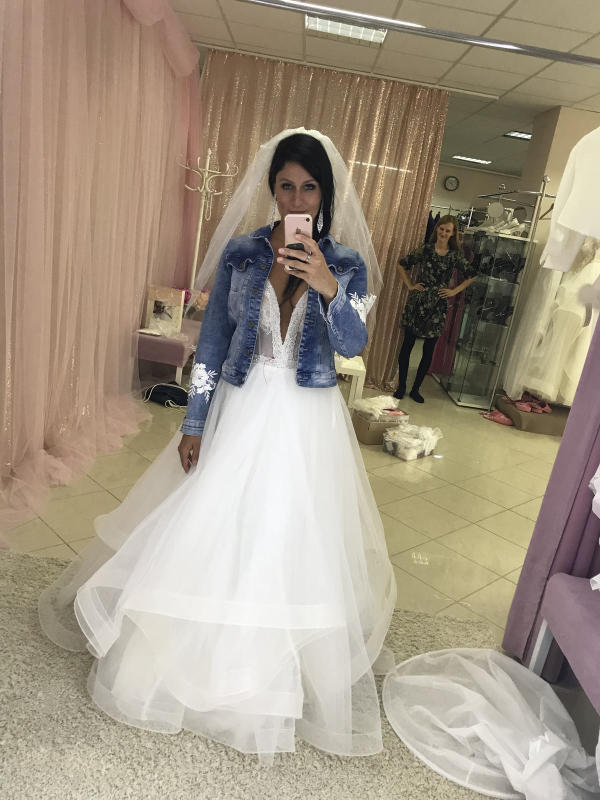 Svatební šaty na míru s výstřihem 36 - 40 - Obrázek č. 1