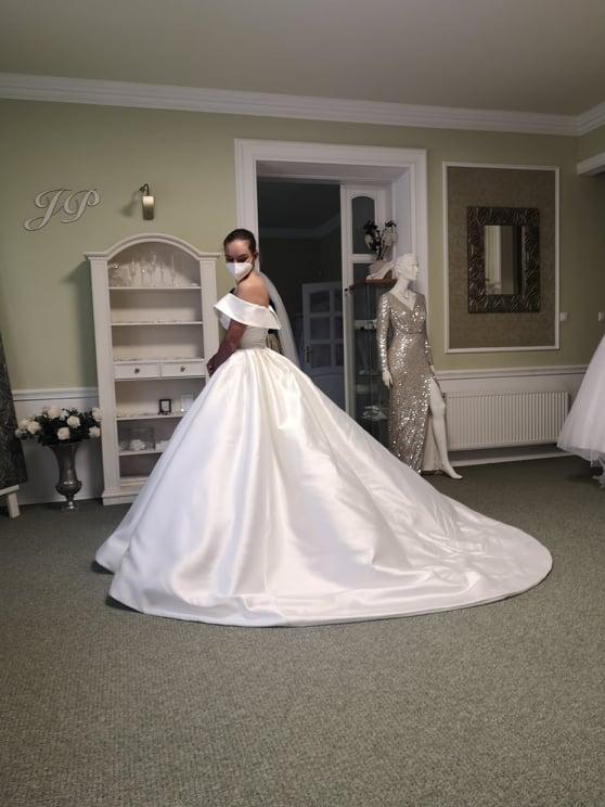 ❤️K&P❤️ Prípravy na náš deň 🥰 - Takmer tie pravé 😍 Boli neskutnočné.... Ďakujem Salónu Diva, že som sa mohla raz takto majestátme cítiť. Ťažké rozhodovanie, to bolo ale nakoniec som si vybrala nevšednejší kúsok zo Soiréé. Ďakujem Wedding Gallery, Diva a Soiréé za úžasný prístup!