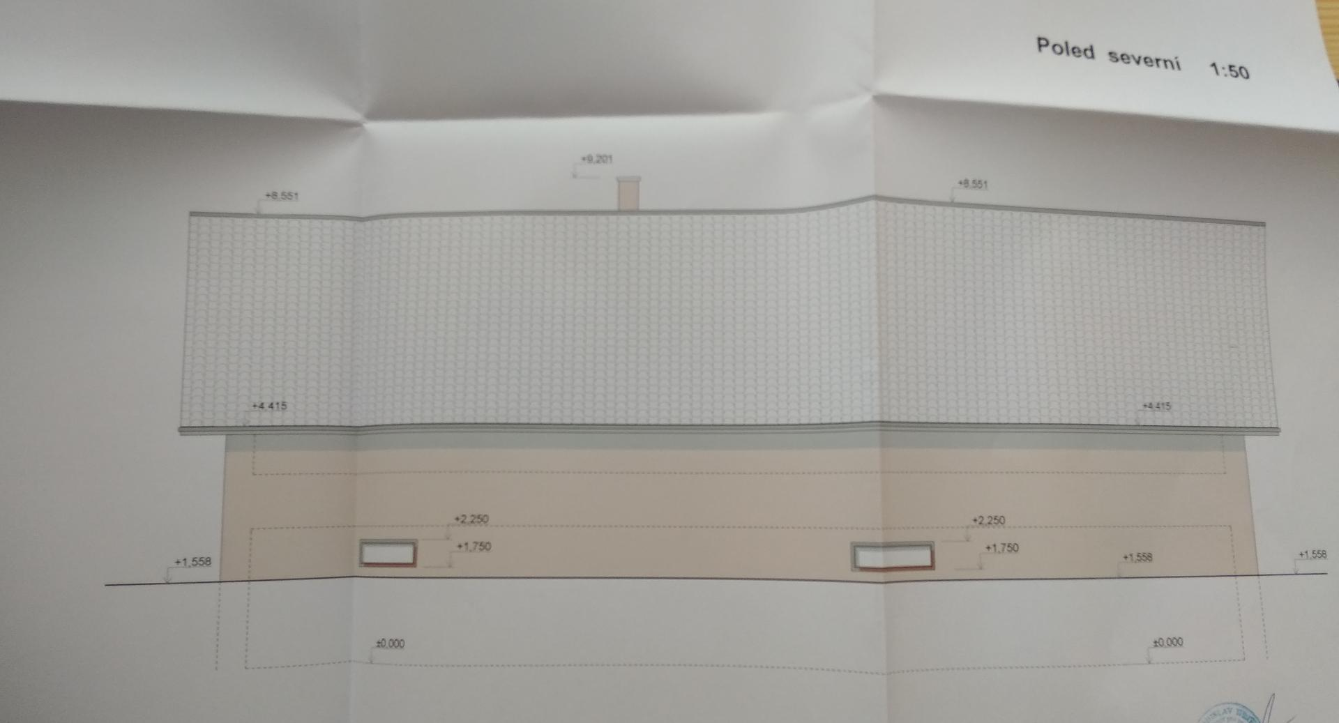 Hrubá stavba - Předpokládaný nový stav - severní pohled.   Vůbec netušíme jaká bude fasáda. Střecha bude Tondach Stodo 12 Amadeus černá (byla jsem přemluvena příznivou cenou a partnerem, mně se líbí červené tašky).