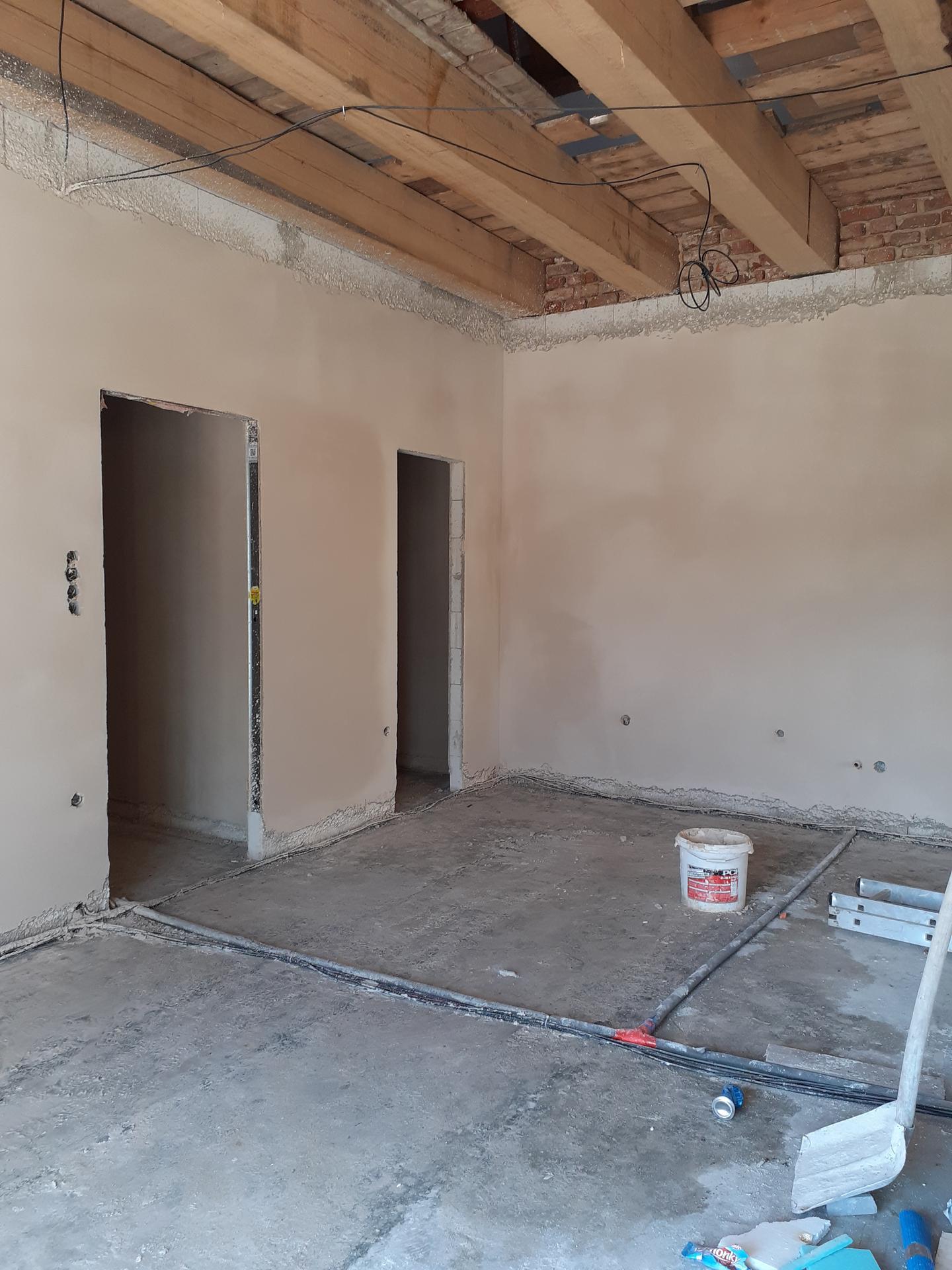 Hrubá stavba - Červen 2021 - omítky a štuky.