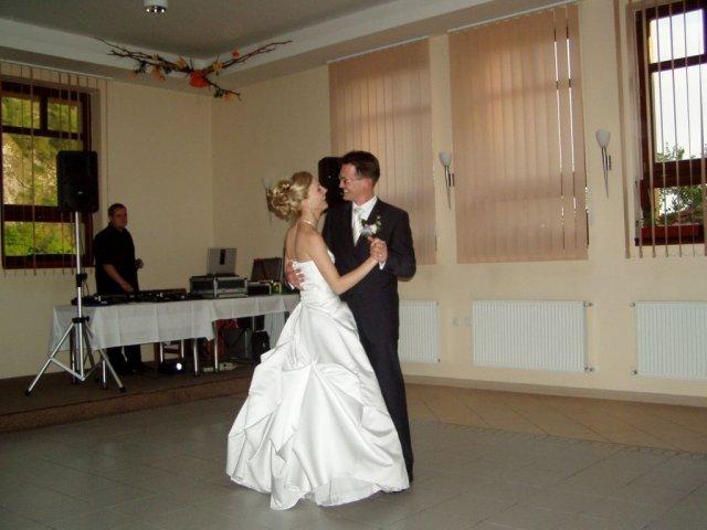Julinka{{_AND_}}Peťko - prvý tanec na Frankieho Sinatru :-)