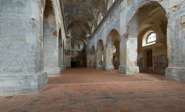 .... interier kostela ...