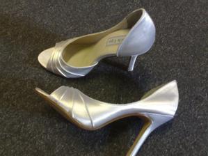 ... tak konečně mám ty pravé botičky - děkuji moc Kačíí :o)))) ....