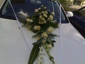.... něco na auto, určitě bílo zelená kytka ....