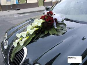 taková bude kytice na auto,jen jinak barevná :)
