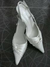 Moje saténové botičky již pořízené.