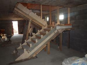 vybetonované schody ve sklepě, 3.3.12