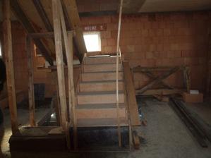 2.4.12 - hotové schody do podkroví