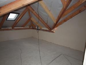 Moje pracovna, po fajnové a konešném úklidu po oknech, kdy dojde opravit tu pozednicu, je neděle a v pondělí děláme podlahu