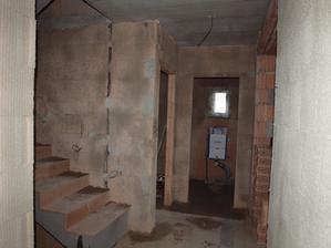 chodba, wc, schody s přpravou na světýlka